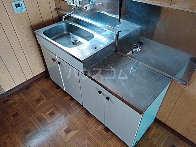 旭ハイム 201号室のキッチン
