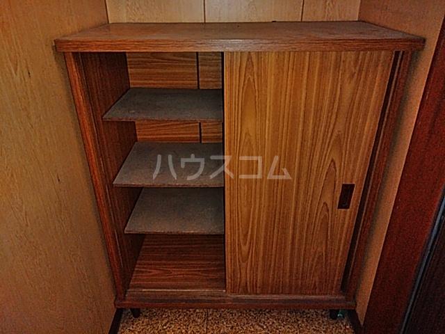 旭ハイム 201号室の玄関