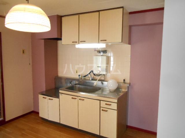 アドミラルハイツ 402号室のキッチン