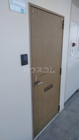 ジュネス浅間台 301号室の玄関