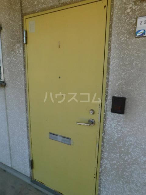 サンモール今泉 305号室の玄関