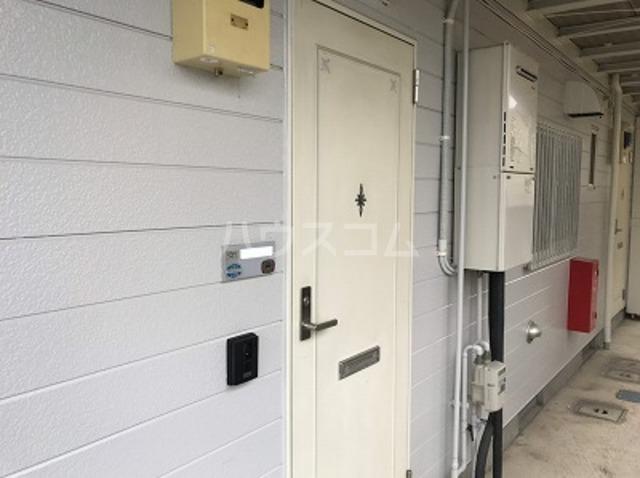 グランドバレー 101号室の玄関