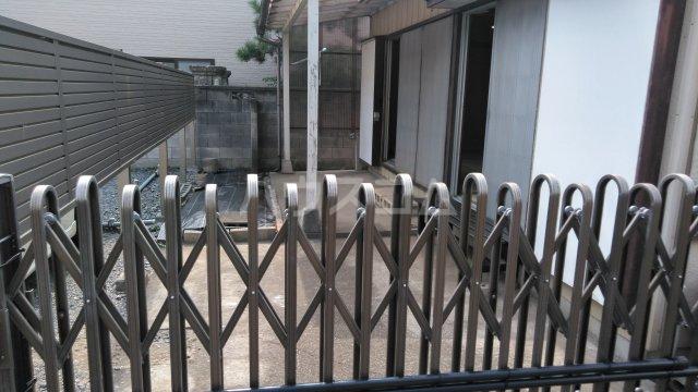 塩山貸家2号棟の庭