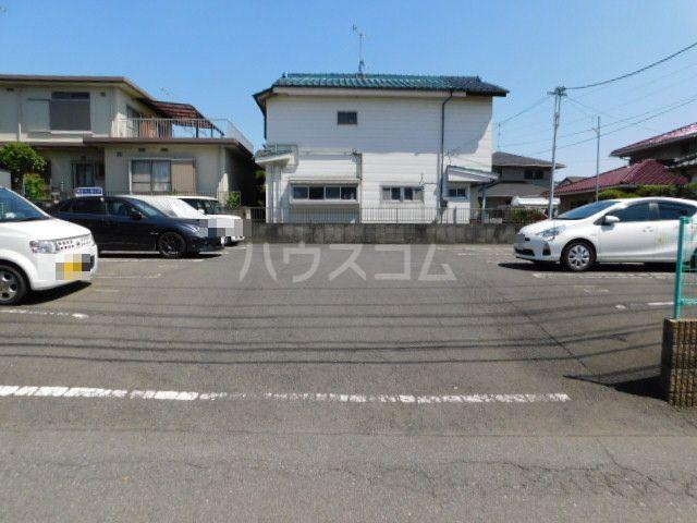 富士見1丁目テラスハウスの駐車場