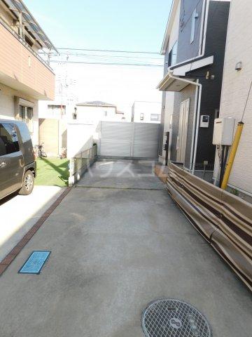 上町戸建の駐車場