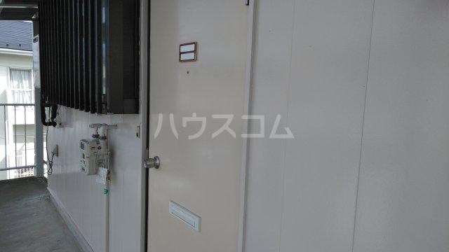 メゾン・シマムラA 201号室のエントランス