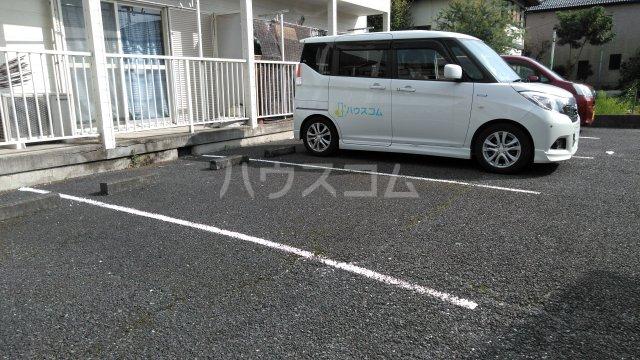 メゾン・シマムラA 201号室の駐車場