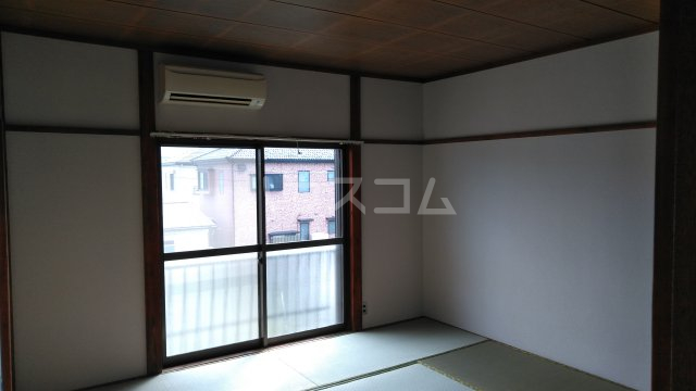 メゾン・シマムラA 201号室の居室