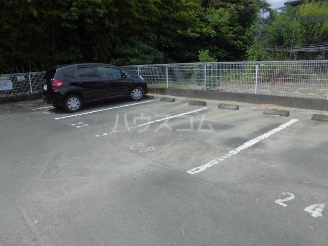 ガーデンパレスカネブン A 201号室の駐車場