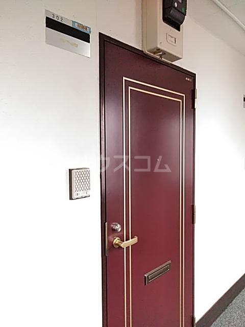 パーシモンハウス 302号室の玄関