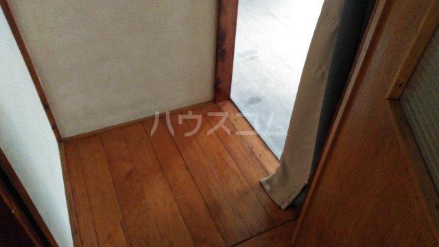 間宮荘 2号室の玄関