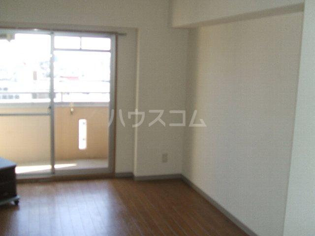 第3さくらマンション中央 403号室のリビング