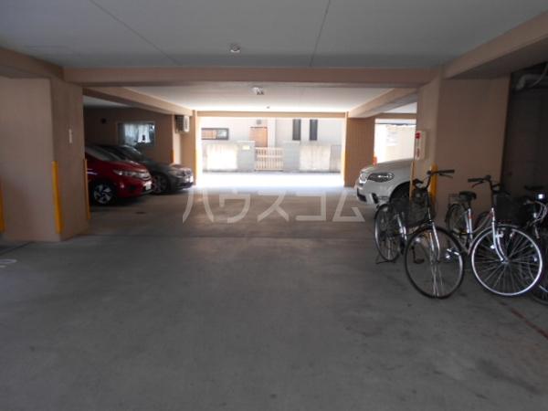 第3さくらマンション中央 403号室の駐車場