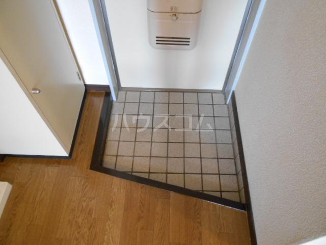 サープラスワンさくら 206号室の玄関