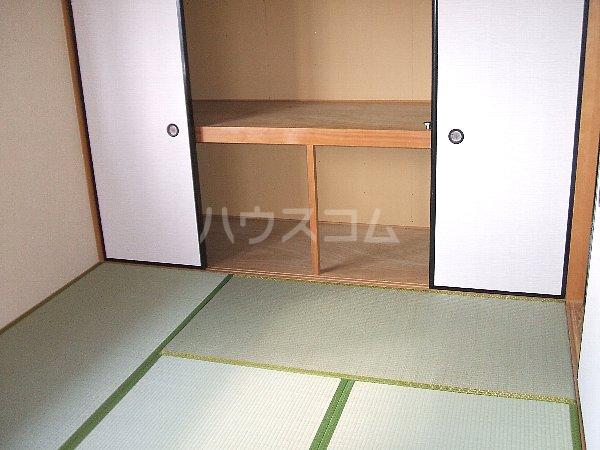 ソレアード中央 305号室の居室