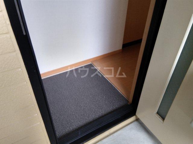 メゾンクレール 202号室の玄関