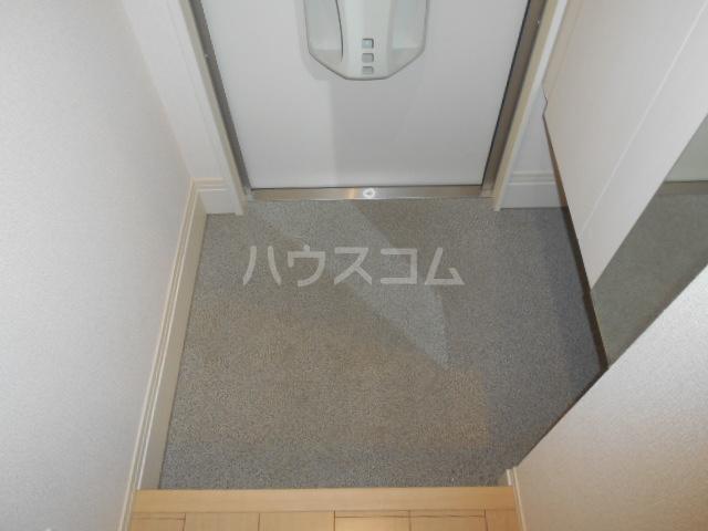 ヴァン オーキッド 201号室の玄関