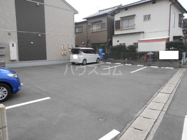 ヴァン オーキッド 201号室の駐車場