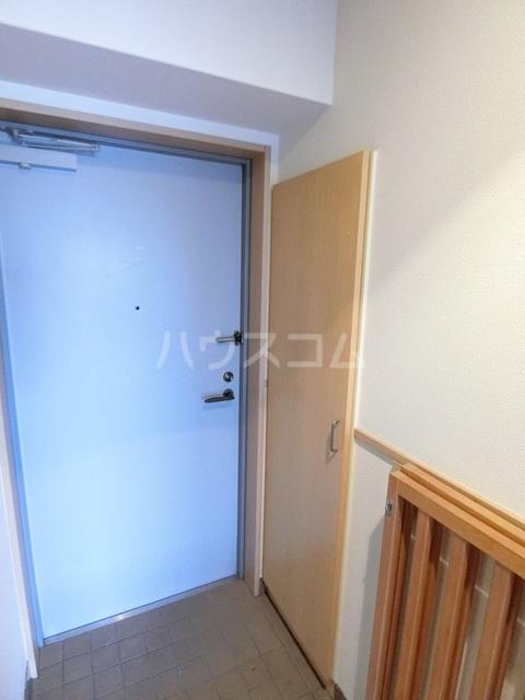 ハイツ・ルミエールペッティ 703号室の玄関