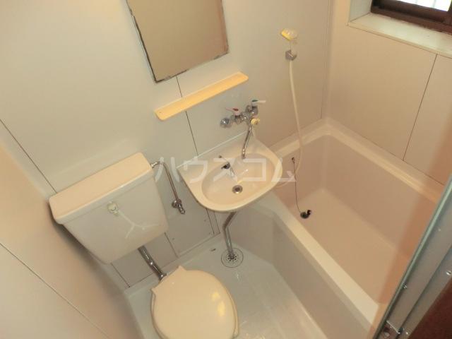 アルカディア 201号室の洗面所