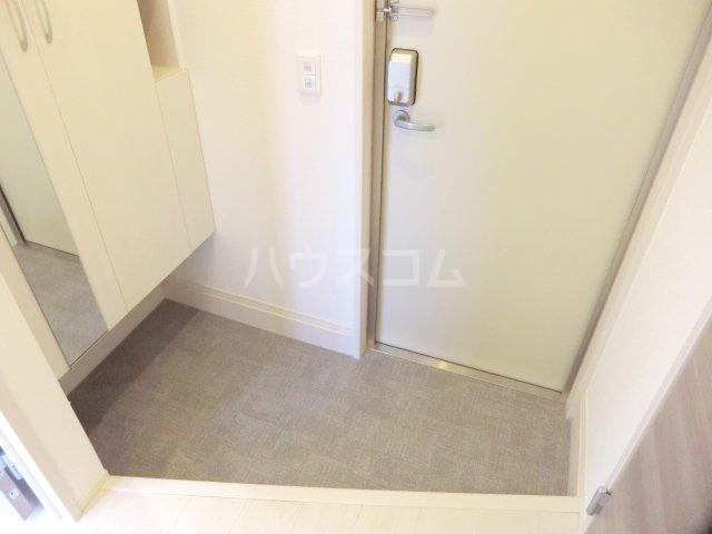 レヴァータ 203号室の玄関