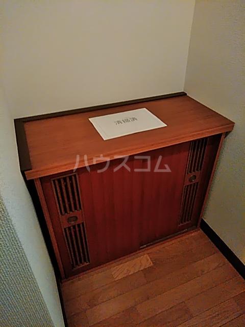 ロイヤルパール 402号室の玄関