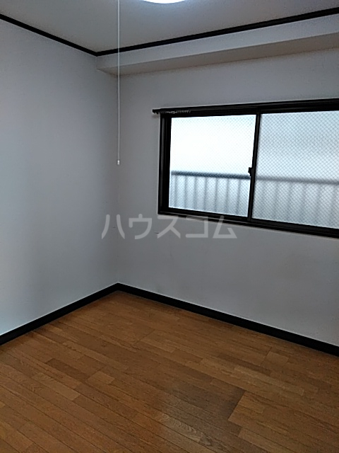 ロイヤルパール 402号室の居室