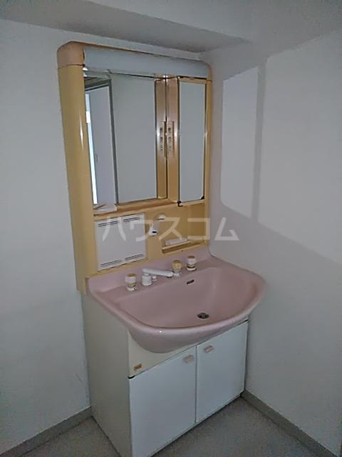 クリスタルマンション 305号室の洗面所