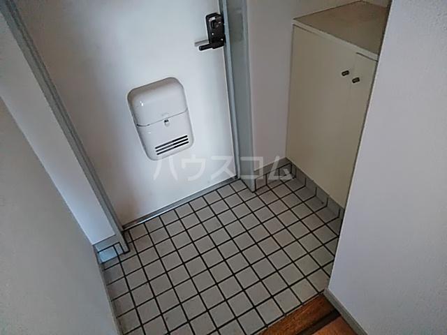 クリスタルマンション 305号室の玄関