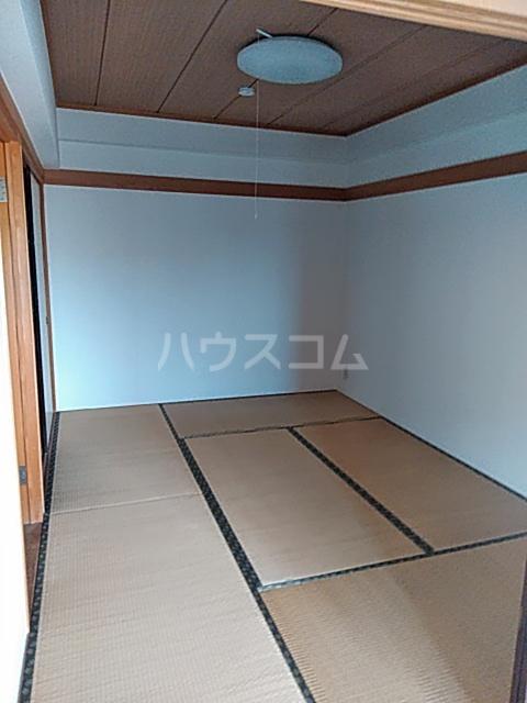 クリスタルマンション 305号室の居室
