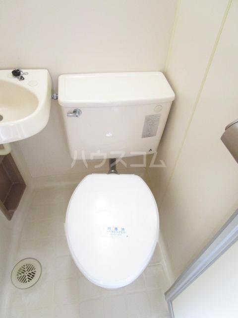 カーサ元町 A-202号室のトイレ