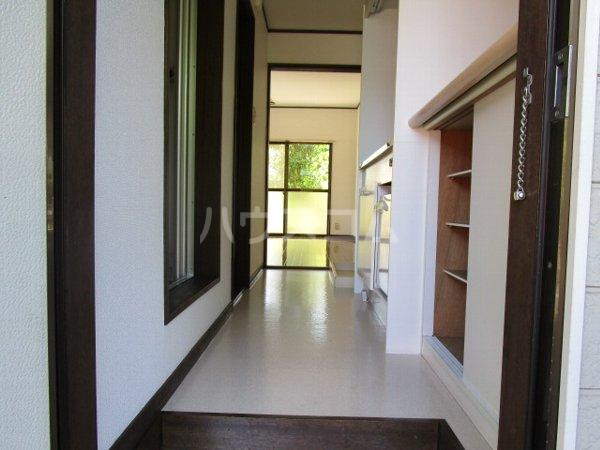 アーバンパレス鷹の台 105号室の玄関
