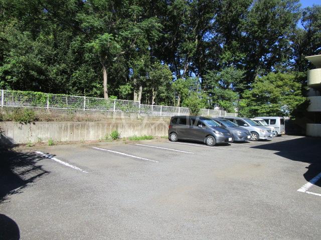 サンモール恋ヶ窪 102号室の駐車場