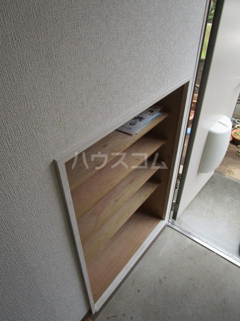 足立ハウス 2F号室の玄関