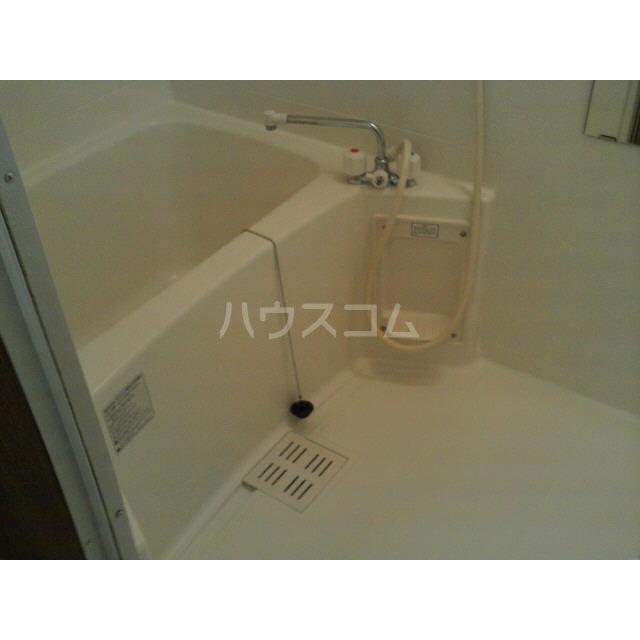 アンプルール リーブル フロール 102号室の風呂