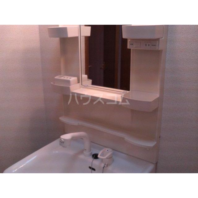 アンプルール リーブル フロール 102号室の洗面所
