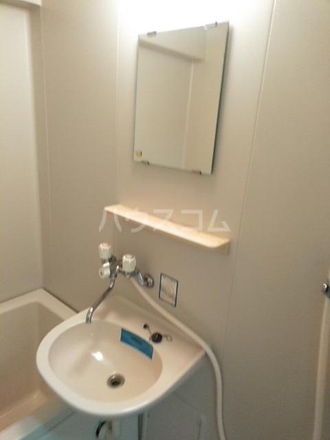 ジュネス庄内緑地 407号室の洗面所
