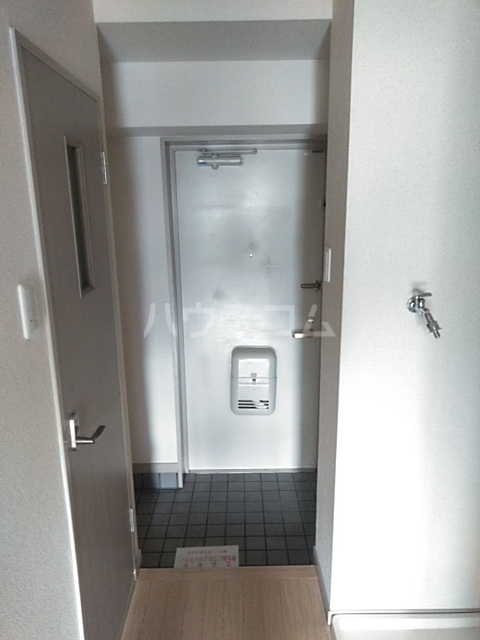 ジュネス庄内緑地 407号室の玄関
