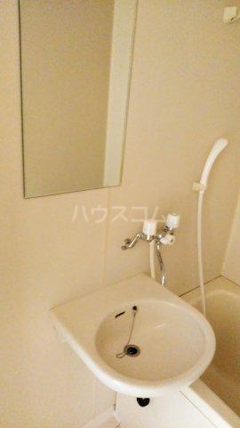 ヴェルディやまぐちC 203号室の洗面所