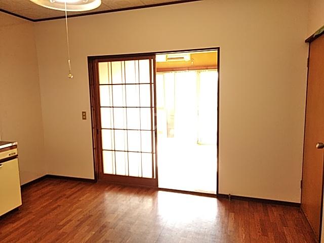 ガーデン文ヶ岡 A 205号室のリビング