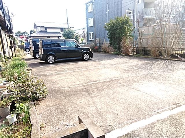 ガーデン文ヶ岡 A 205号室の駐車場