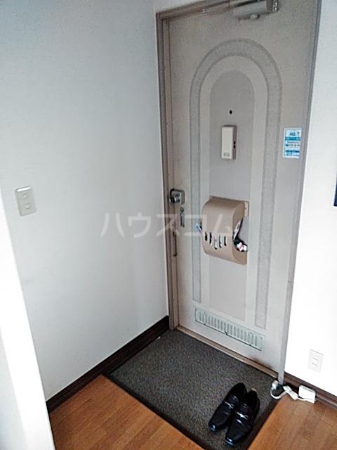 カトレアハイツ 202号室の玄関