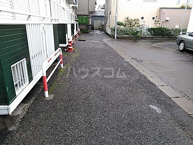 レスタチオン壱番館 102号室の駐車場