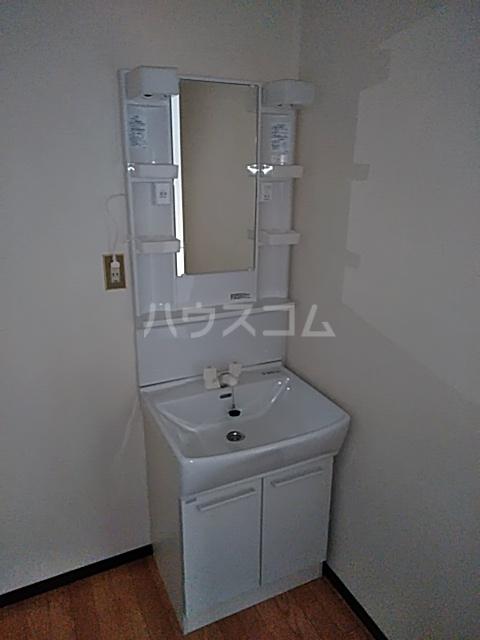レスタチオン壱番館 102号室の洗面所