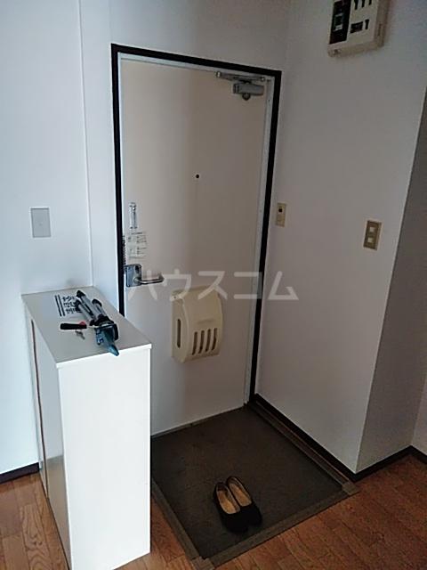 レスタチオン壱番館 102号室の玄関