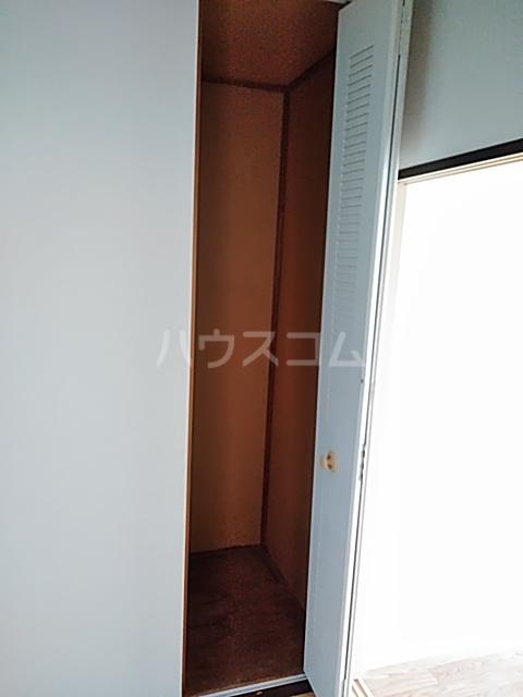 レスタチオン壱番館 102号室の収納