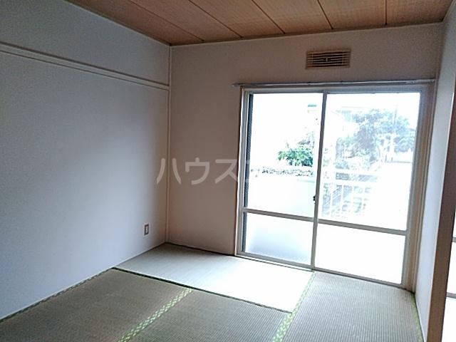 レスタチオン壱番館 102号室の居室