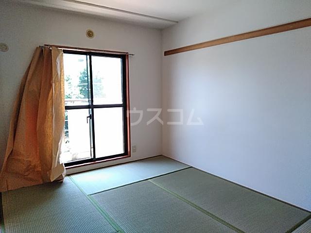 グランプラス 206号室の居室