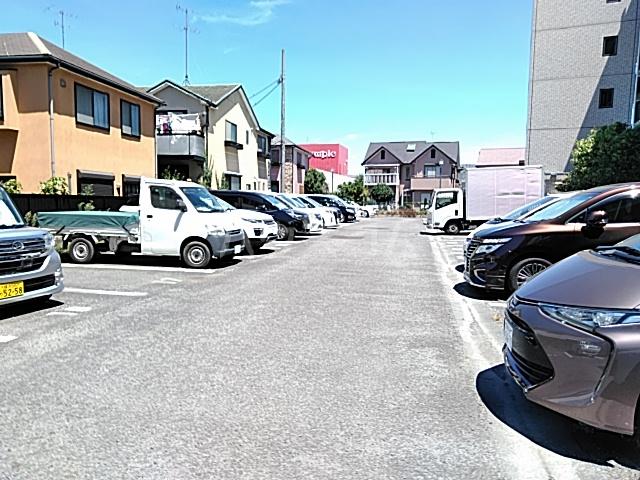 グランプラス 206号室の駐車場