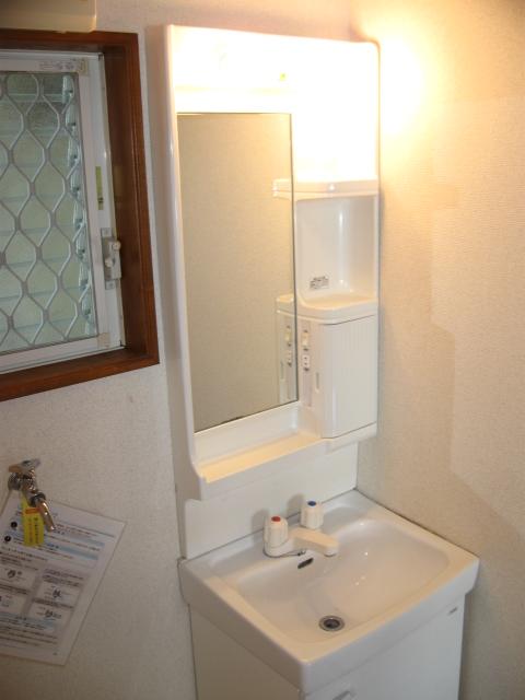 ウイングライフ B101号室の洗面所